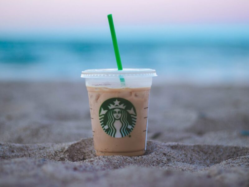 Starbucks pilots reusable cup program